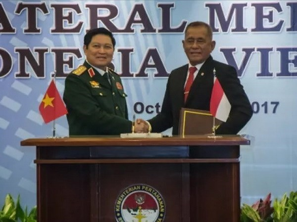 Vietnam, Indonesia sign declaration on joint vision on defence cooperation hinh anh 1