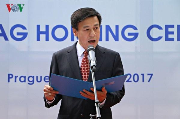 Ambassador strives to bridge Vietnam with Czech localities hinh anh 1