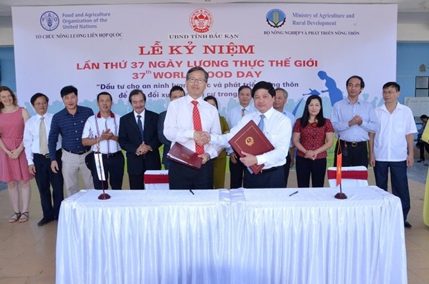 Vietnam, FAO ink cooperation framework in World Food Day ceremony hinh anh 1