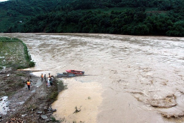 Heavy rain, landslide death toll rises to 72, 30 still missing hinh anh 1