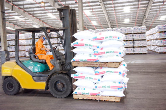 Vietnam exports nearly 1 million tonnes of fertiliser yearly hinh anh 1