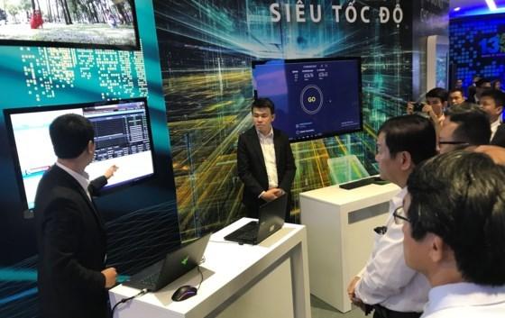 Viettel displays preparation for 4.0 industrial revolution hinh anh 1