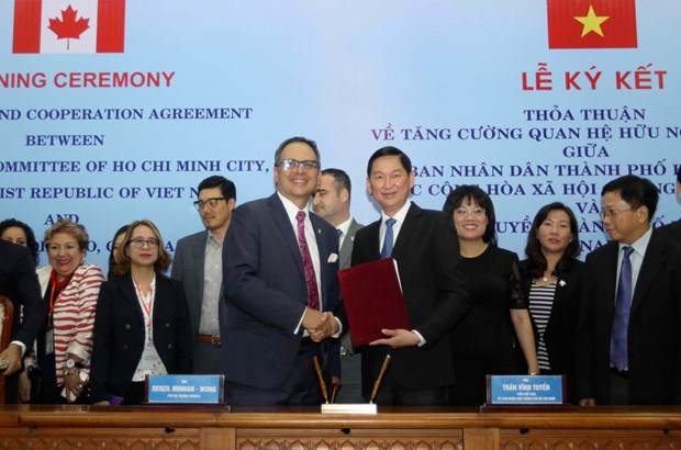 HCM City, Toronto ink deal to boost cooperation hinh anh 1