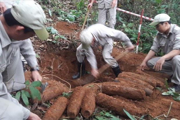 Quang Tri: 27 artillery shells successfully handled hinh anh 1