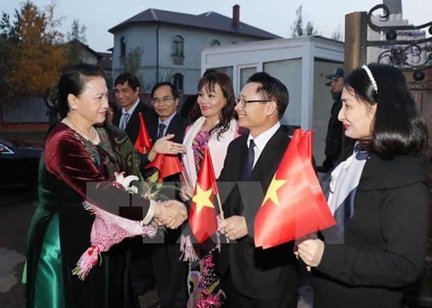 Top legislator lauds solidarity of Vietnamese expats in Kazakhstan hinh anh 1
