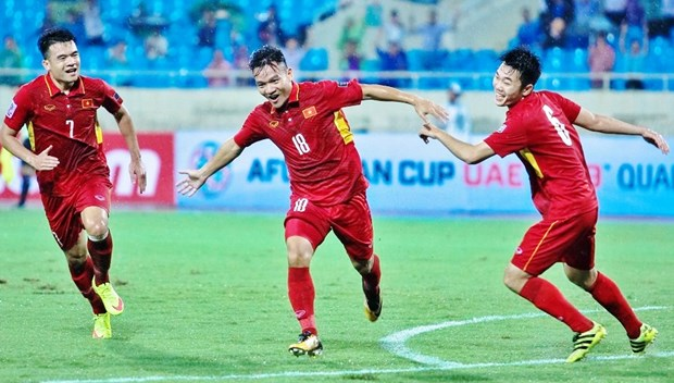 Men's football team up nine steps in FIFA world rankings hinh anh 1