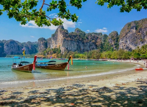 Smoking on Thai beaches to be fined 3,000 USD hinh anh 1