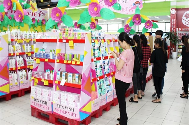 Gift market bursting ahead of Vietnamese Women's Day hinh anh 1