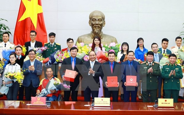 Hanoi honours 10 outstanding young people hinh anh 1