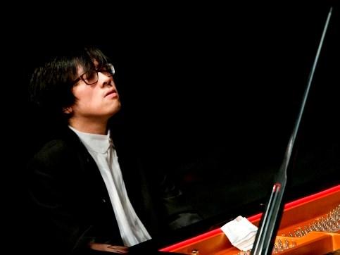 Piano prodigy Luu Hong Quang to play with UK royal orchestra hinh anh 1