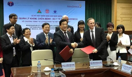 Ministry, AstraZeneca cooperate to improve lung health in Vietnam hinh anh 1
