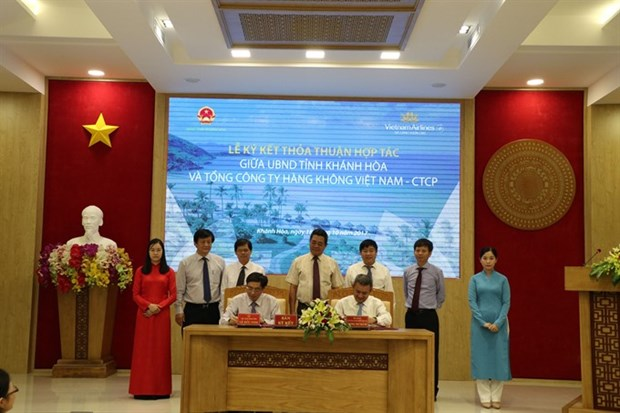 VNA, Khanh Hoa sign agreement on tourism development hinh anh 1