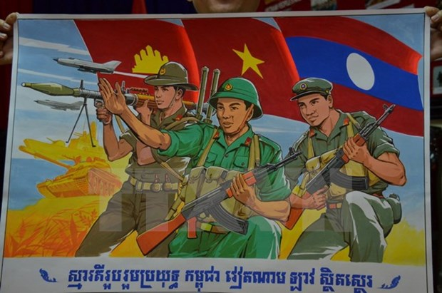 Cambodia presents literature, art works to Vietnam hinh anh 1