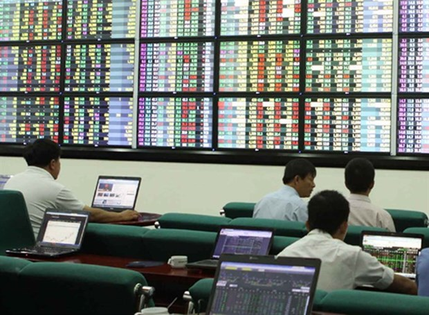 VN-Index gains slow on uncertainty hinh anh 1