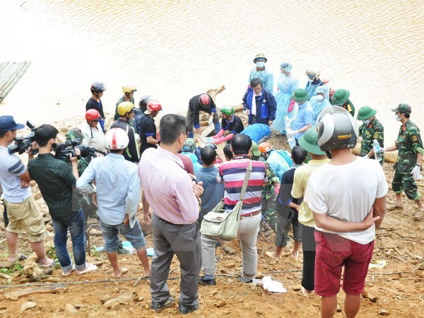 Yen Bai exerts all efforts to search for missing people after flood hinh anh 1