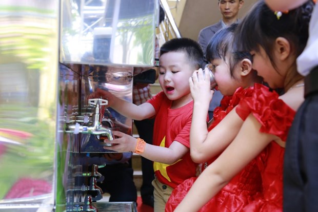 Samsung Vietnam funds water filters for schools in Bac Giang hinh anh 1
