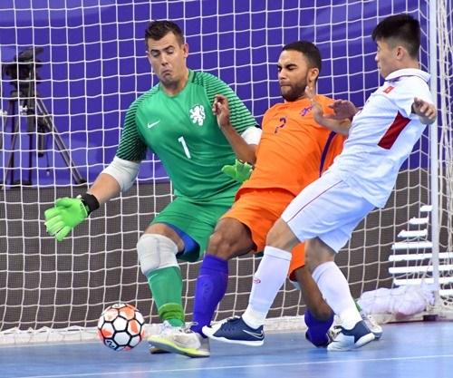 Vietnam rank third in international futsal tournament hinh anh 1