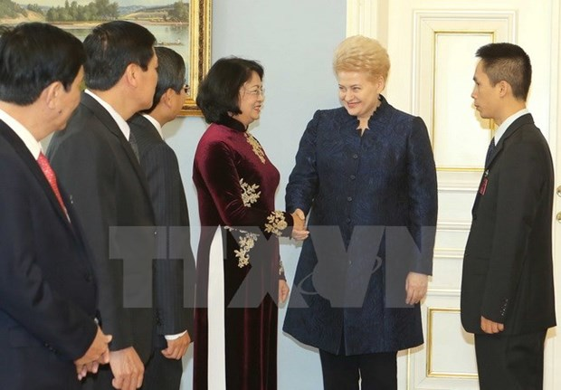 Vietnam, Lithuania pledge to reinforce ties hinh anh 1