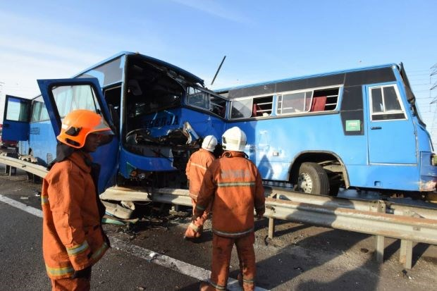 Malaysia: Eight workers killed in three-vehicle crash hinh anh 1