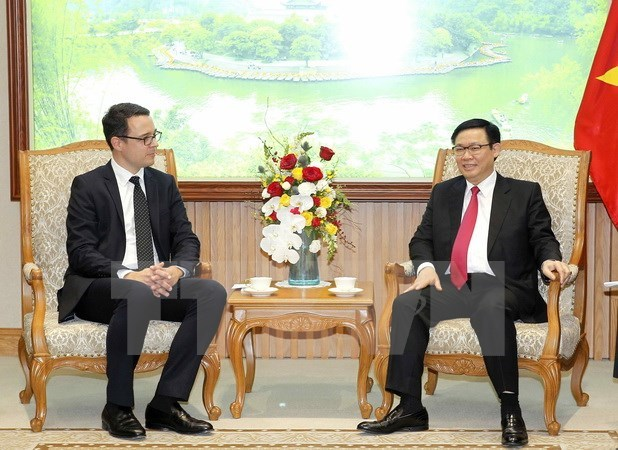 Deputy PM: Vietnam wants investment in airport infrastructure hinh anh 1