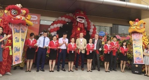 New Auchan supermarket opens in Hanoi hinh anh 1