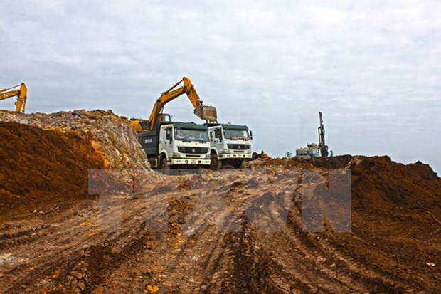 Vietnam, Lao sign iron ore mining contract hinh anh 1