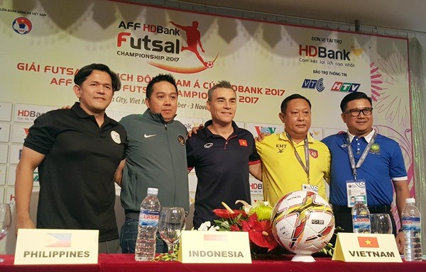 Vietnam gear up for semi-finals of AFF futsal champs hinh anh 1