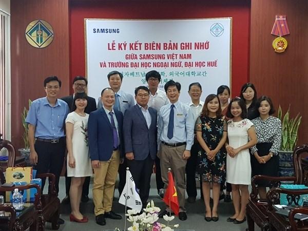 Vietnamese students get Samsung Korean Scholarships hinh anh 1