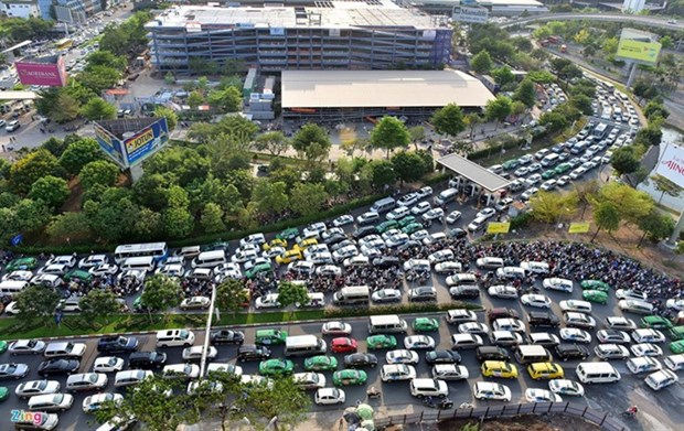 More, wider roads to ease traffic around HCMC airport hinh anh 1