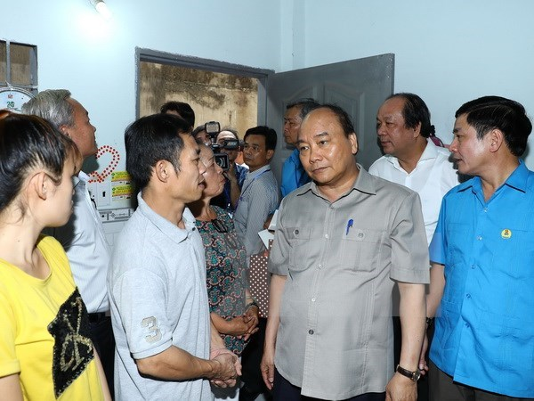 PM urges all possible support to workers in Dong Nai hinh anh 1