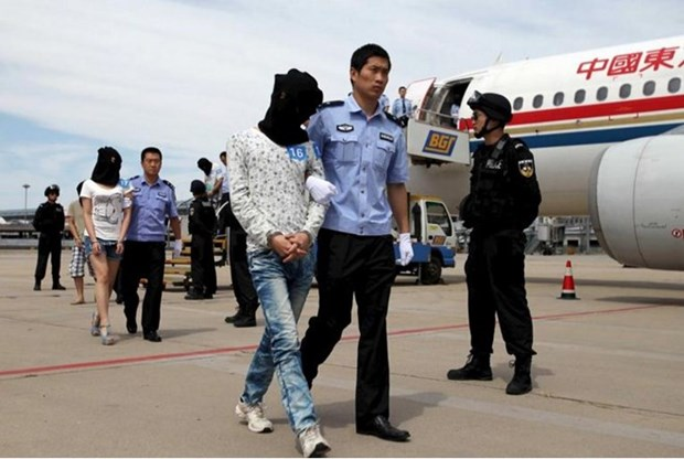 Cambodia deports 61 Chinese telecom fraud suspects home hinh anh 1