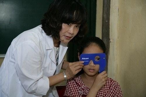 Almost half of city kids have eyesight issues hinh anh 1