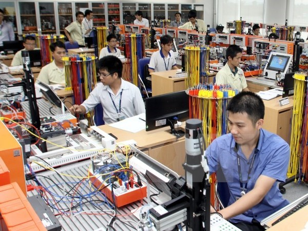 Industrial production index on growth track in ten months hinh anh 1