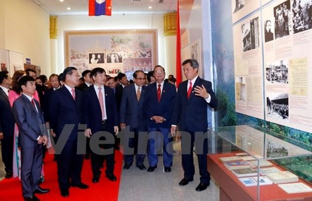 Exhibition spotlights Vietnam-Laos special solidarity hinh anh 1