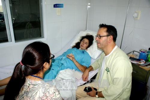 Doctors save British visitor in serious traffic accident in Da Nang hinh anh 1