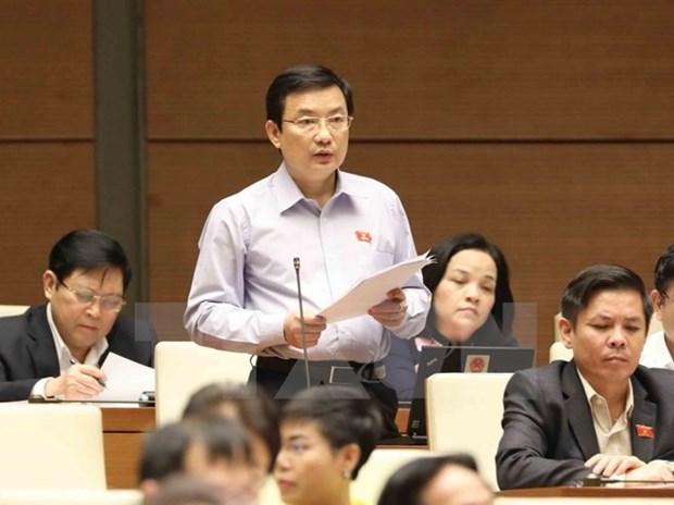 Lawmakers debate socio-economic development, State budget plans hinh anh 1