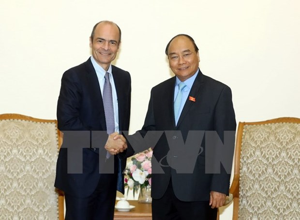 PM Nguyen Xuan Phuc welcomes AB InBev CEO hinh anh 1