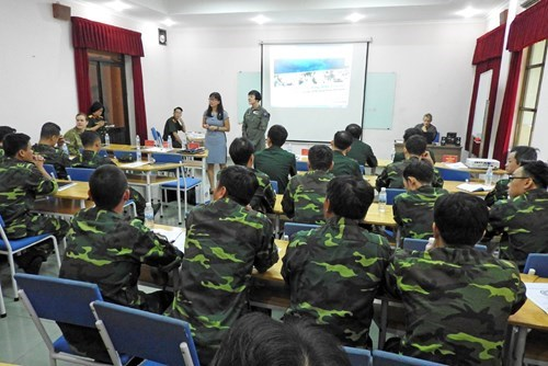 Vietnamese officers, nurses update about first aid hinh anh 1