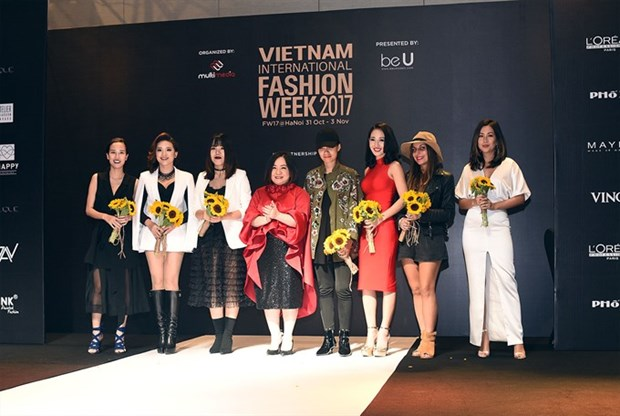Designers gather for Vietnam International Fashion Week hinh anh 1
