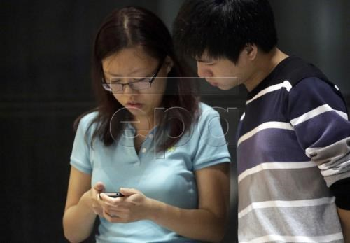 Malaysia probes reported leak of 46 million mobile users' data hinh anh 1