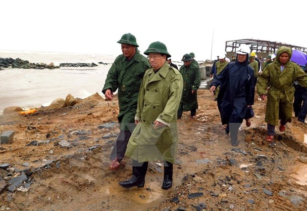 Deputy PM inspects Phu Yen's preparedness for Typhoon Damrey hinh anh 1