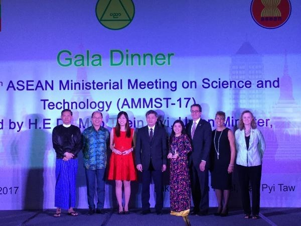 Young Vietnamese lecturer honoured for winning ASEAN-US science prize hinh anh 1