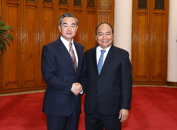 PM Nguyen Xuan Phuc welcomes Chinese Foreign Minister hinh anh 1