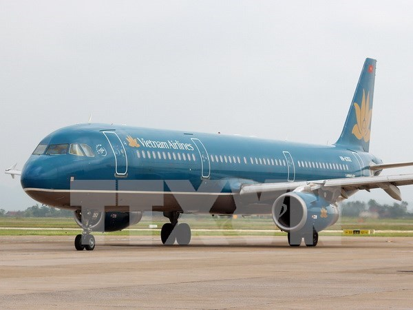 Vietnam Airlines cancels 10 flights due to Typhoon Damrey hinh anh 1