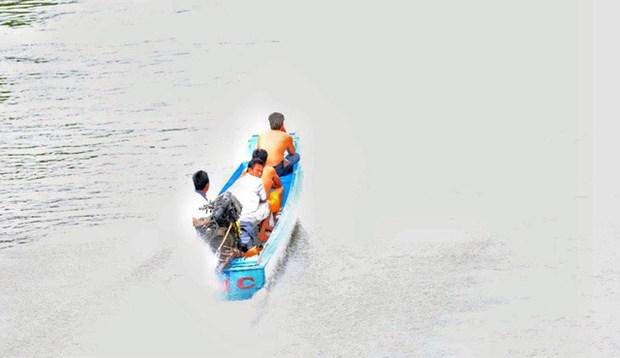 Smugglers take to waterways hinh anh 1