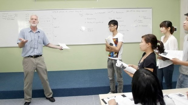 HCM City faces shortage of qualified interpreters hinh anh 1