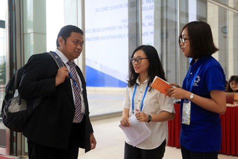 APEC 2017: 760 volunteers deployed to support APEC guests hinh anh 1