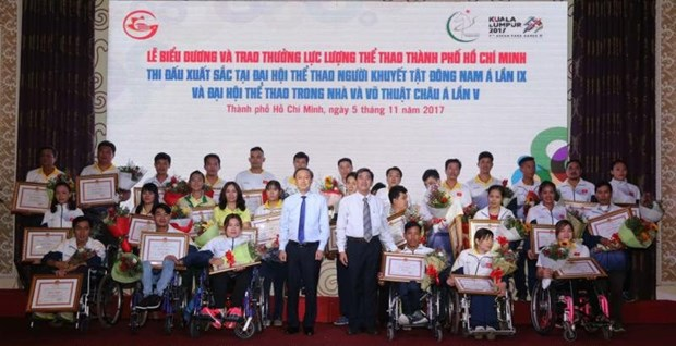 HCM City honours outstanding athletes hinh anh 1