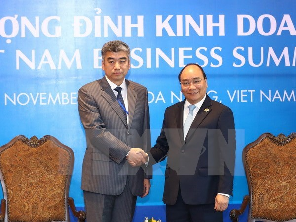 PM meets corporate executives on sidelines of VBS hinh anh 1