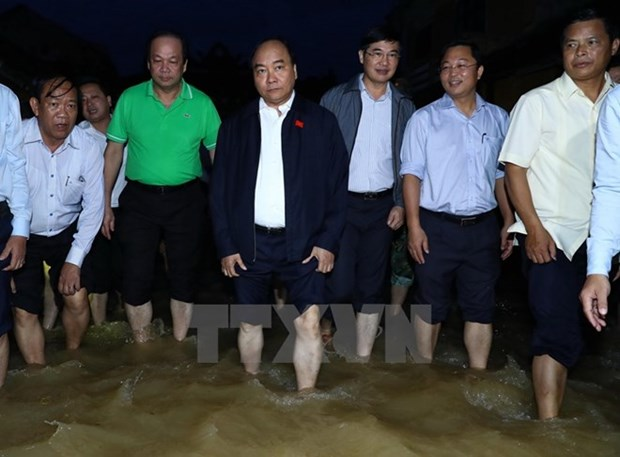 PM inspects flood recovery efforts in Quang Nam province hinh anh 1